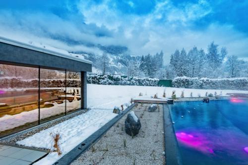 AlpenthermeGastein_KristallSee_mit_Sauna_klein_Winter_Wolkersdorfer