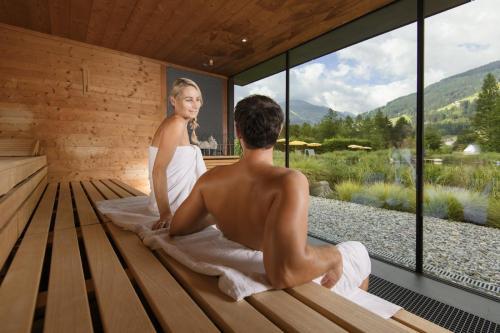 AlpenthermeGastein-SaunaWorld-Kristallsauna7-MarktlPhotography